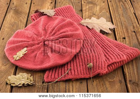 The knitted red beret and scurf