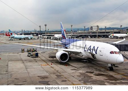 Lan Airlines Boeing 787-8 Dreamliner