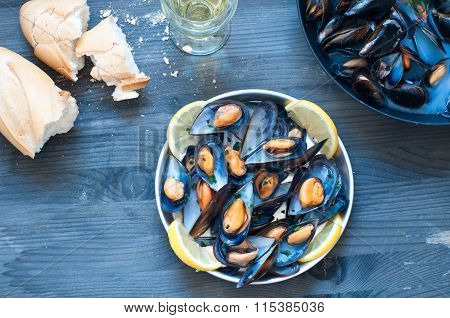 Cooked Mussels Marinara With Tomato, Garlic And Olive Oil