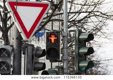 traffic light, city, red light, street, chaotic, chaos, triangle, transit, thoroughfare, smashup, tr
