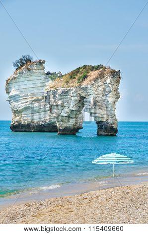 Gargano - Faraglioni Di Puglia - Baia Delle Zagare Beach