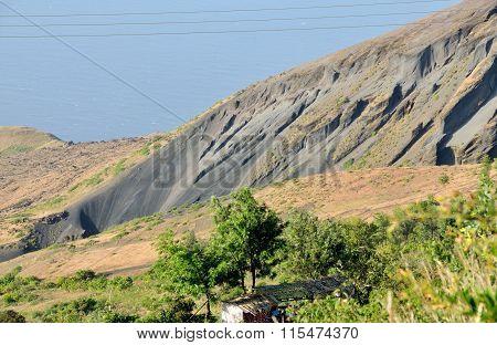 Eruption Hole