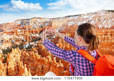 Close portrait of woman take Bryce canyon picture