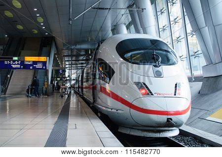 Ice 3 Hispeed Train In Frankfurt Airport Traain Station