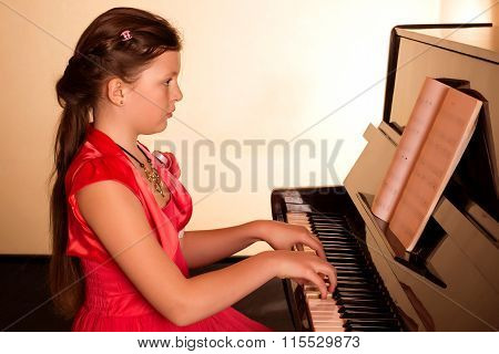 Piano Player. Girl Playing Piano.