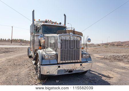 Kenworth Semitrailer Truck