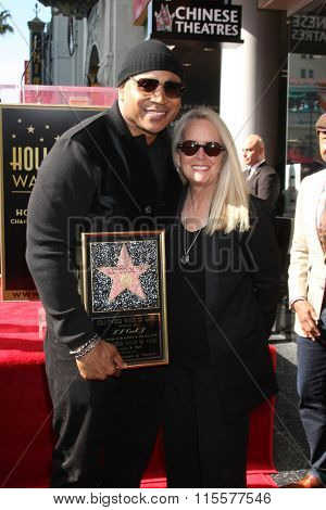 LOS ANGELES - JAN 21:  LL Cool J, Beth Marlis at the LL Cool J Hollywood Walk of Fame Ceremony at the Hollywood and Highland on January 21, 2016 in Los Angeles, CA