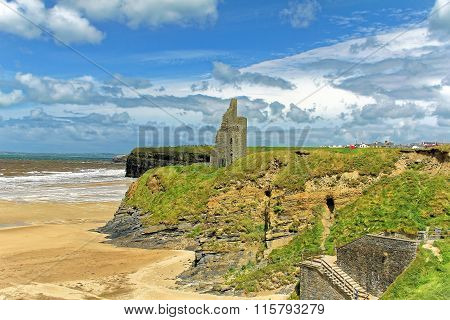 Ruined castle on a cliffs of Ballybunion in Kerry, Ireland