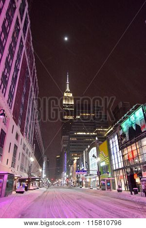 Empire state new york in snow