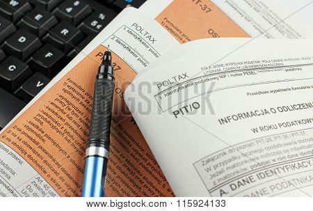 Polish income tax - form PIT - 37 and PIT/0 poster