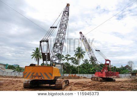 Crawler crane at the construction site