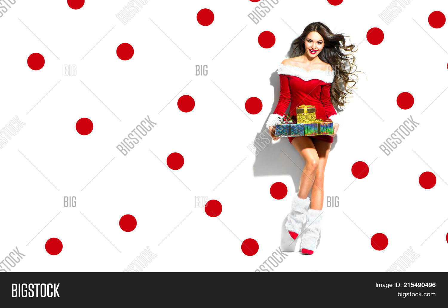 5a0c4956de Beauty Christmas fashion model girl with Xmas gift boxes