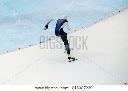 sprint race male athlete speed skater skate turn