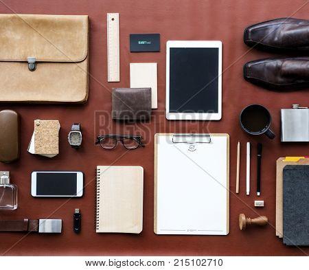 Masculine organized on the desk