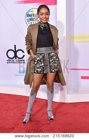 LOS ANGELES - NOV 19:  Yara Shahidi arrives for the 2017 American Music Awards on November 19, 2017 in Los Angeles, CA