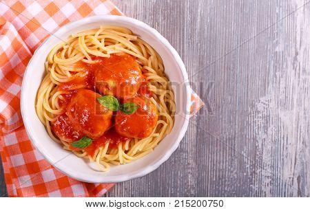 Turkey meatballs in tomato sauce with spaghetti