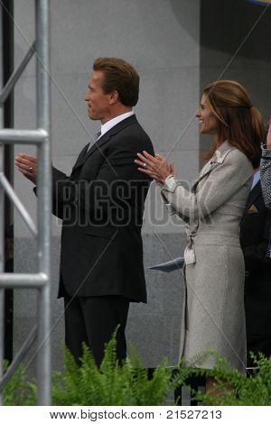 SACRAMENTO - NOV 17: Arnold Schwarzenegger; Maria Shriver at the Governor Swearing In Ceremony at the Capitol in Sacramento, California on November 17, 2003