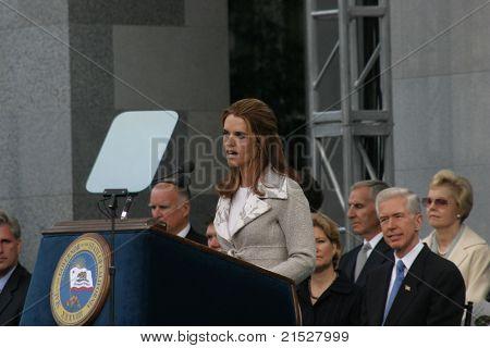 SACRAMENTO - NOV 17: Maria Shriver at the Governor Swearing In Ceremony at the Capitol in Sacramento, California on November 17, 2003