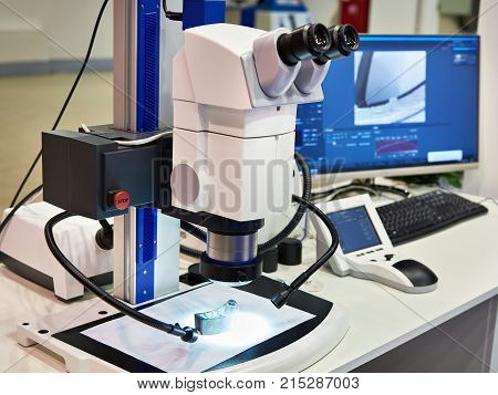 Stereomicroscope, Computer Monitor And Led Lighting