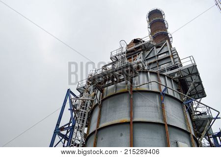 The chemical capacity and the pipe at the smithchemical plant.