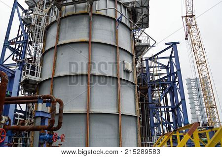 Large capacity for the petrochemical industry. Chemical plant. Oil refining.
