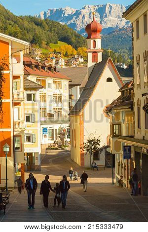 October 2014 Ortisei is the picturesque capital of Val Gardena. Famous for its ornate woodcarvings and the lovely pedestrian area with great shops and cafés is visited in this period by many tourist