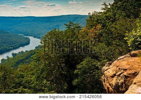 View of the Tennessee River north of Chattanooga from a viewpoint on Signal Mountain
