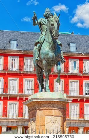 Statue In The Middle Plaza Mayor-felipe Iii Of 1616, Central Plaza In The City Of Madrid. Spain.