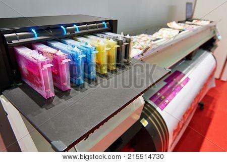 Color ink cartridge in the inkjet plotter printer