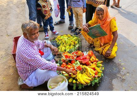 Fatehpur Sikri, India-november 9: Unidentified Man Sells Fruit Outside Of Jama Masjid On November 9,
