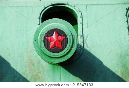 Close up view of turret barrel with red army star.