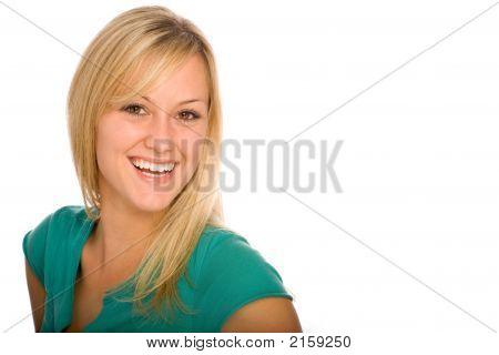 glücklich junge blonde Frau lächelnd