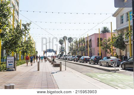 LOS ANGELES USA - AUGUST 19 2017: Colorado Ave in Santa Monica. The street leads straight to the famous pier. Editorial.