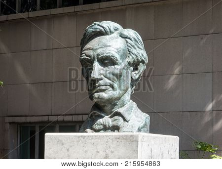 LOS ANGELES USA - AUGUST 28 2017: The Statue of Abraham Lincoln in Downtown LA. Editorial.
