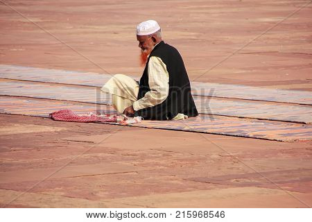 Fatehpur Sikri, India-january 30: Unidentified Man Sits In The Courtyard Of Jama Masjid On January 3