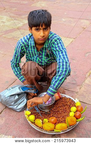 Fatehpur Sikri, India-november 9: Unidentified Boy Sells Food In The Courtyard Of Jama Masjid On Nov
