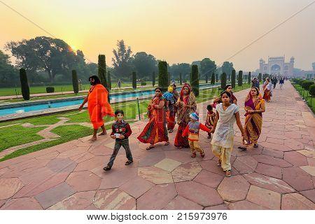 Agra, India-november 9: Unidentified People Walk  On A Path To Taj Mahal On November 9, 2014 In Agra