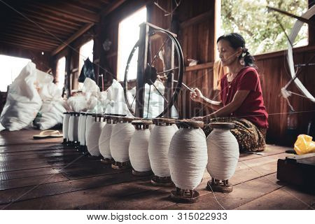 Canton De Nyaungshwe, Myanmar. July 30, 2019: Woman Working, Sitting On The Ground, The Lotus Thread