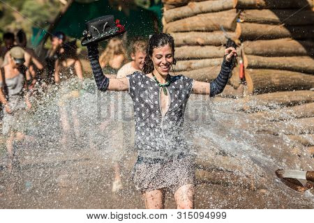 Riomalo De Abajo, Extremadura, Spain - July 14, 2018: A Woman With A Hat Takes The Opportunity To Re