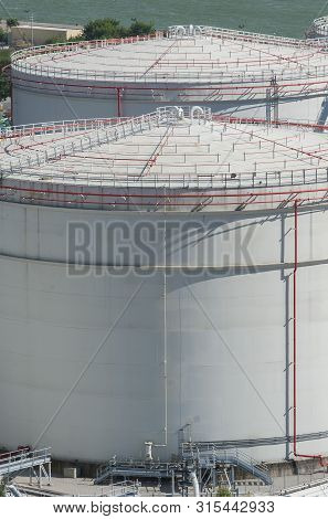 Details Of Oil Storage Tank In Factory