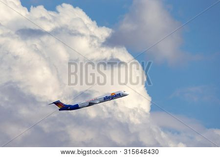 Las Vegas, Nevada, Usa - May 6, 2013: Allegiant Air Mcdonnell Douglas Md-83 Airliner Taking Off From