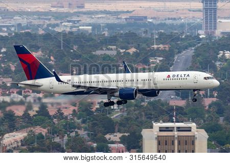 Las Vegas, Nevada, Usa - May 5, 2013: Delta Air Lines Boeing 757 Large Commercial Airliner On Approa