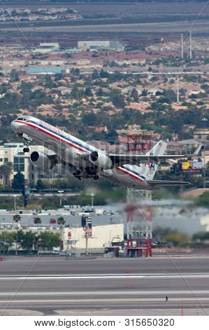 Las Vegas, Nevada, Usa - May 8, 2013: American Airlines Boeing 757 Large Commercial Airliner Aircraf