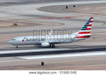Las Vegas, Nevada, Usa - May 8, 2013: American Airlines Boeing 737-800 Aircraft On The Runway At Mcc