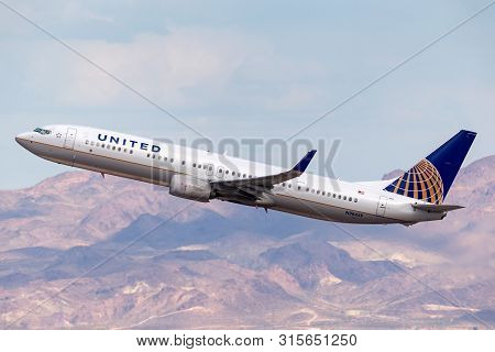 Las Vegas, Nevada, Usa - May 8, 2013: United Airlines Boeing 737 Airliner Departing Mccarran Interna