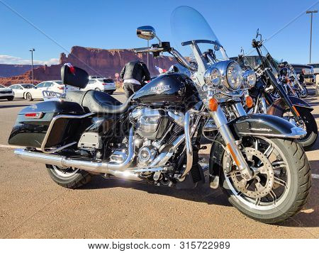Monument Valley Usa, May 18 2019. Harley Davidson Motos Parked. Vintage Motorcycles, Monument Valley