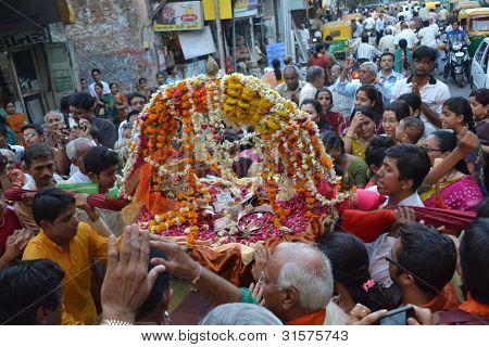 Chanting prayers to Lord Shiva Hatkeshwar