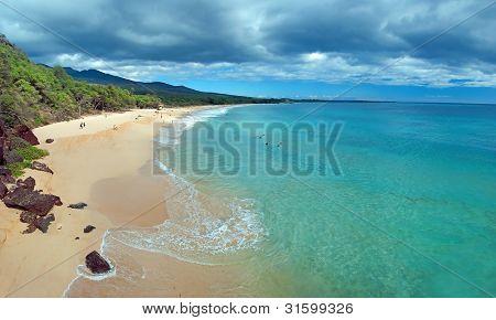 Praia grande na ilha de Maui Havaí