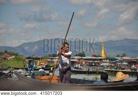 Inle Lake, Myanmar - 28 November 2016 View Of Ethnic Man Sailing Boat Pushing With Long Wooden Pole