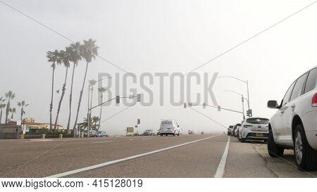 Encinitas, California Usa -20 Feb 2020: Traffic Light Semaphore On Highway 101 Road By Misty Beach.
